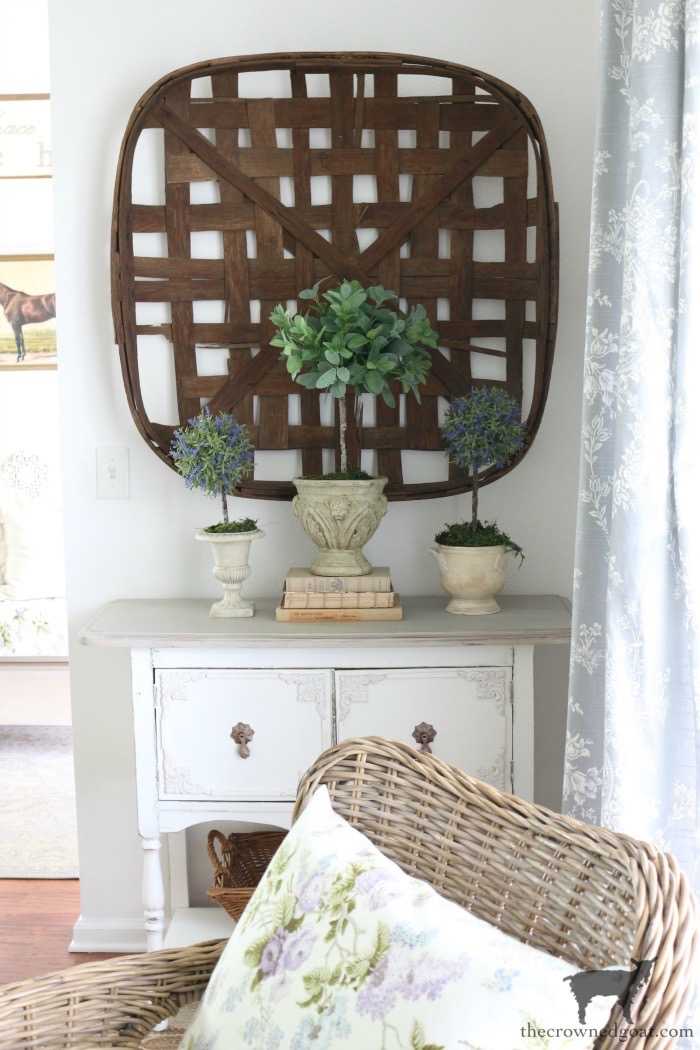 Dining-Room-Buffet-Makeover-The-Crowned-Goat-9-1 Dining Room Buffet Makeover Decorating DIY Painted Furniture
