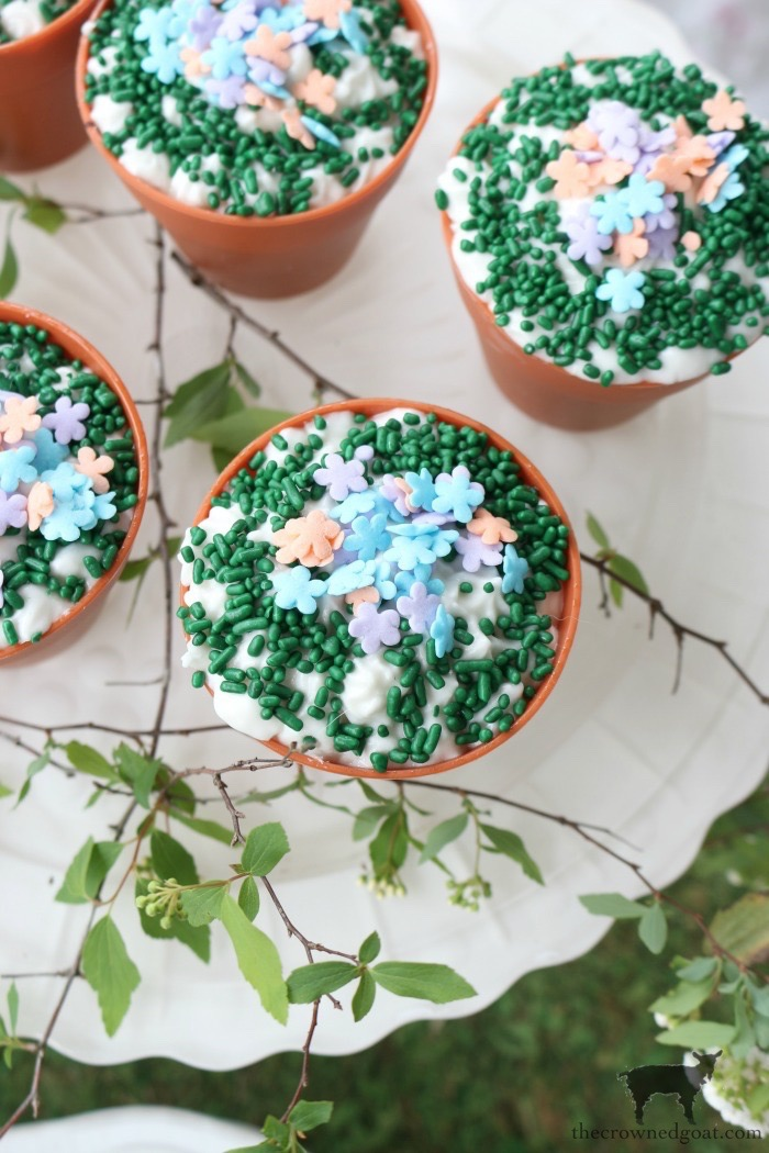 Easy-Ways-to-Decorate-for-Spring-The-Crowned-Goat-18 19 Quick and Easy Spring Decorating Ideas Decorating Spring