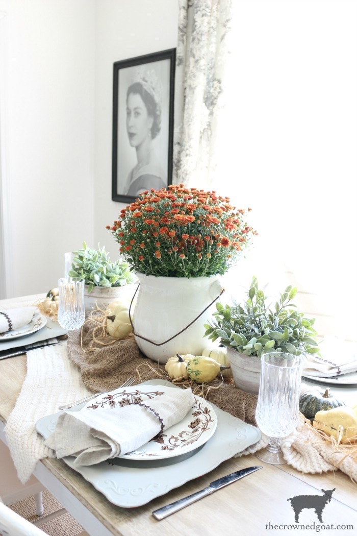 Summer-to-Fall-Decorating-Ideas-The-Crowned-Goat-6 13 Easy Summer to Fall Decorating Ideas Fall