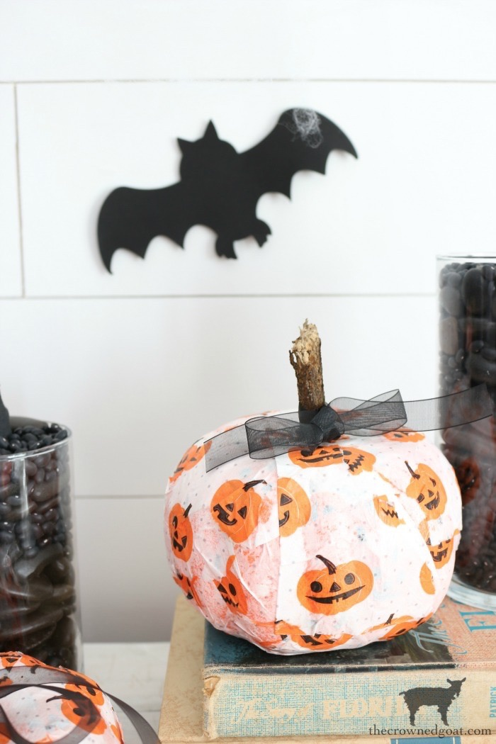 Easy-DIY-Halloween-Decorations-The-Crowned-Goat-10 Easy DIY Halloween Decorations Crafts Fall Holidays