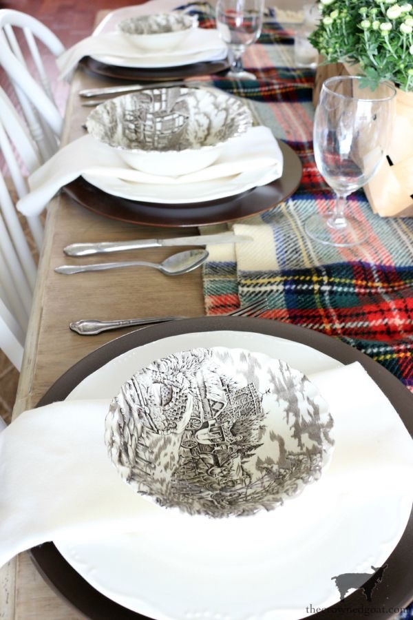 Easy-Fall-Tablescape-Ideas-The-Crowned-Goat-20 Easy Fall Tablescape Ideas Decorating Fall Holidays