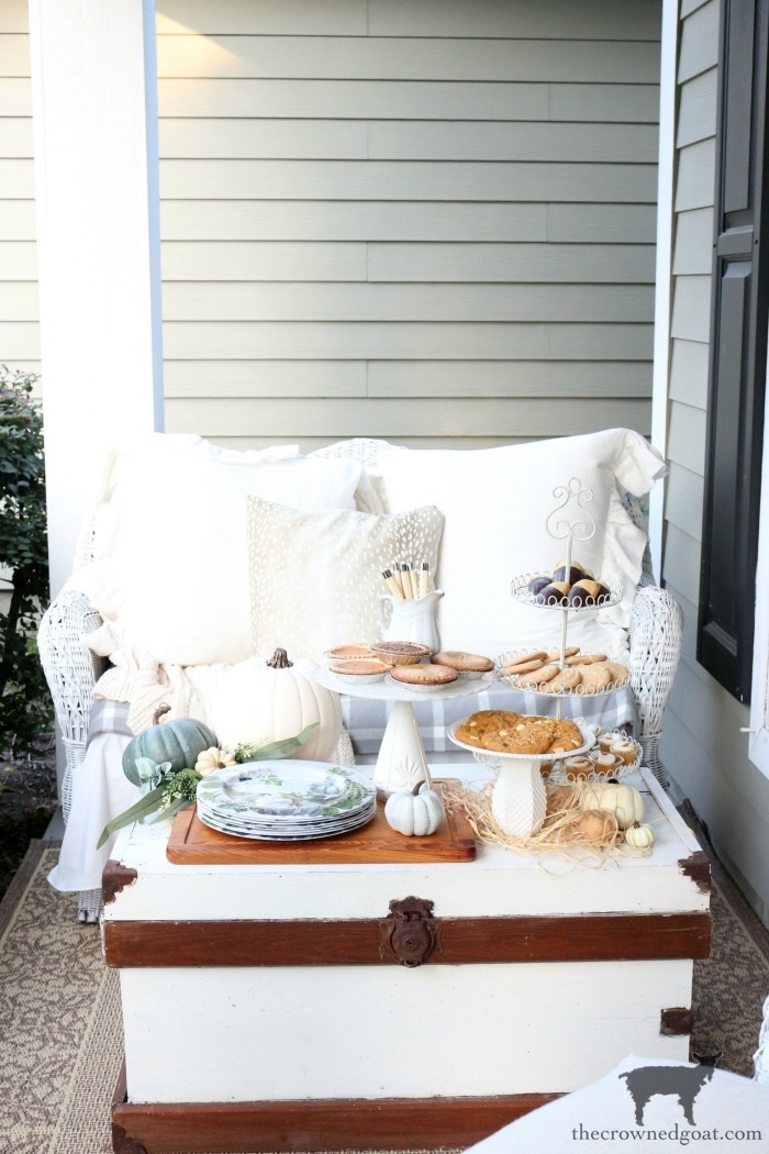 Fall-Porch-Decorating-Ideas-The-Crowned-Goat-17 Fall Porch Decorating Ideas Fall Holidays