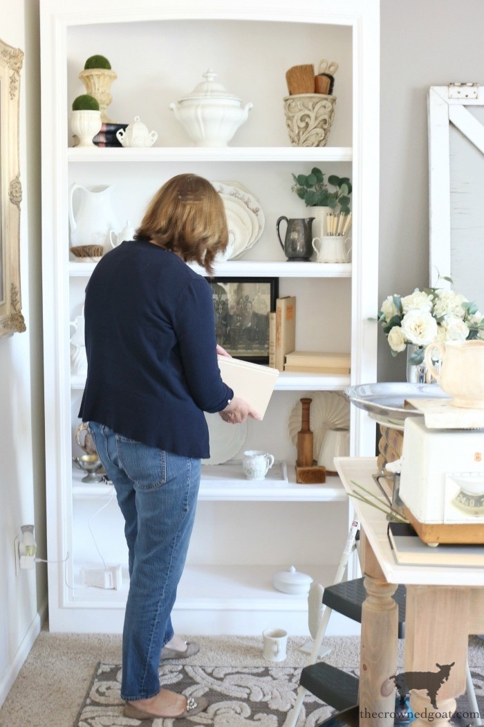 Easy-Tips-for-Styling-a-Bookcase-The-Crowned-Goat-1 Easy Tips for Styling a Bookcase Decorating DIY