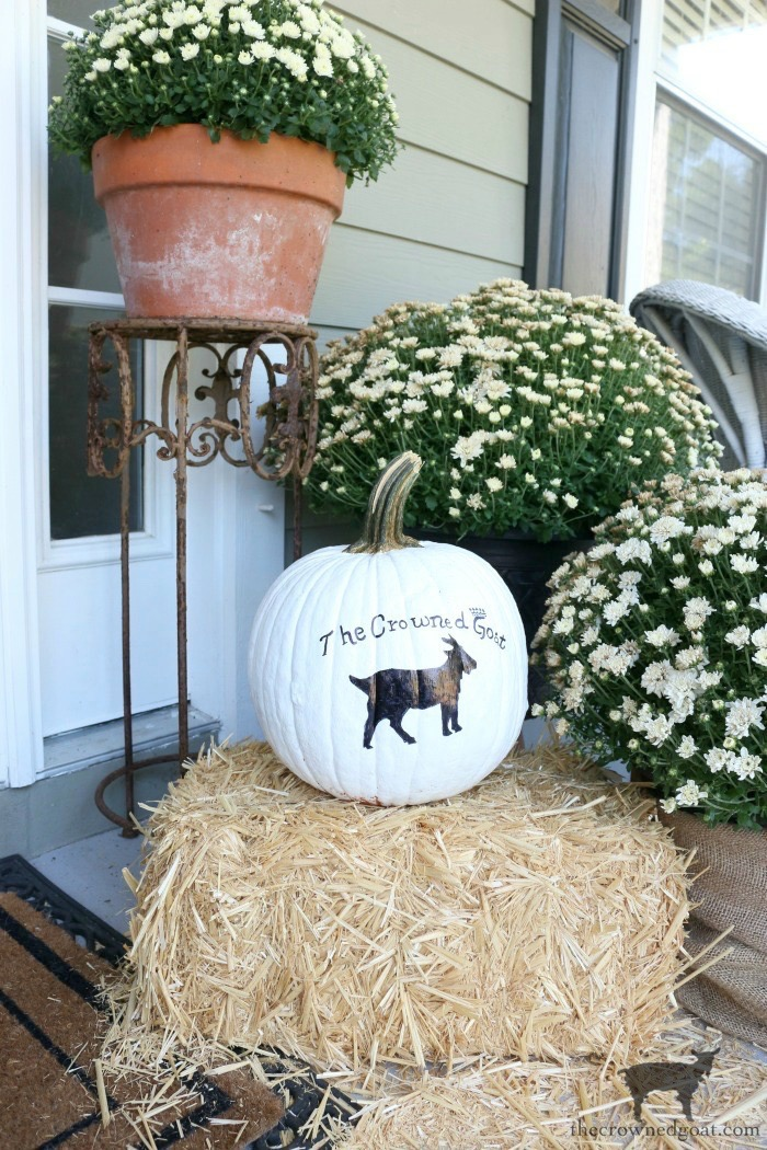 How-to-Customize-a-Painted-Pumpkin-The-Crowned-Goat-18 How to Personalize Pumpkins with Paint Fall Holidays