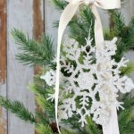 DIY-Glitter-Glass-Snowflake-Ornaments-The-Crowned-Goat-16 Holidays