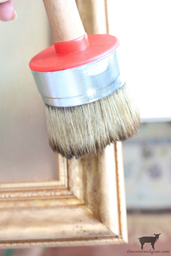 Easy-Ways-to-Decorate-with-Frames-The-Crowned-Goat-14 Easy Ways to Decorate with Frames Decorating DIY
