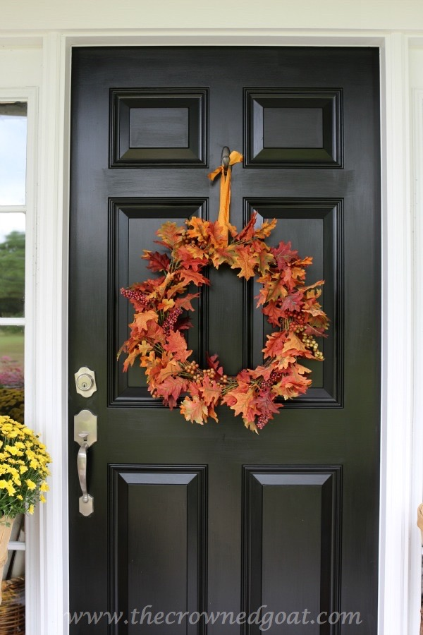 Fall Inspired Front Door Décor - The Crowned Goat