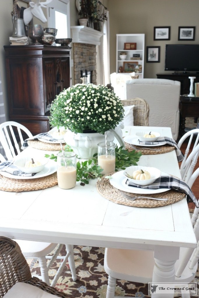 fall-decorating-in-the-breakfast-nook-3