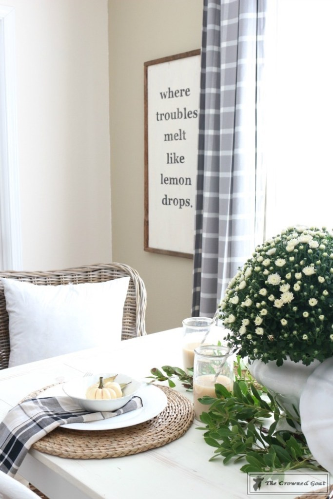 fall-decorating-in-the-breakfast-nook-8