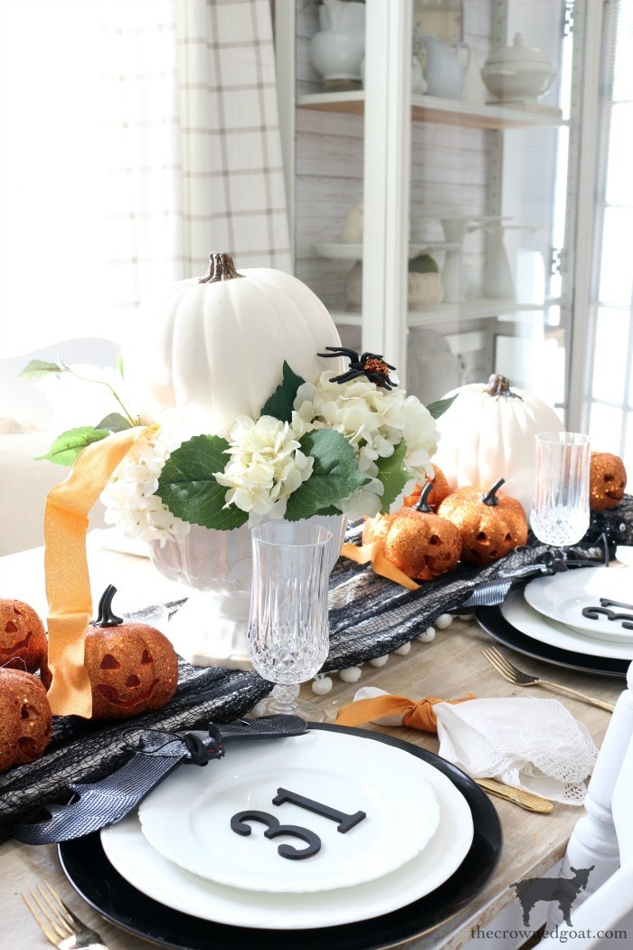 Last Minute Halloween Tablescape Ideas