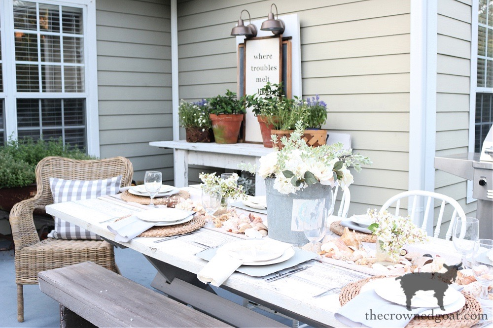 This image has an empty alt attribute; its file name is Coastal-Inspired-Outdoor-Tablescape-on-the-Patio-The-Crowned-Goat.jpg