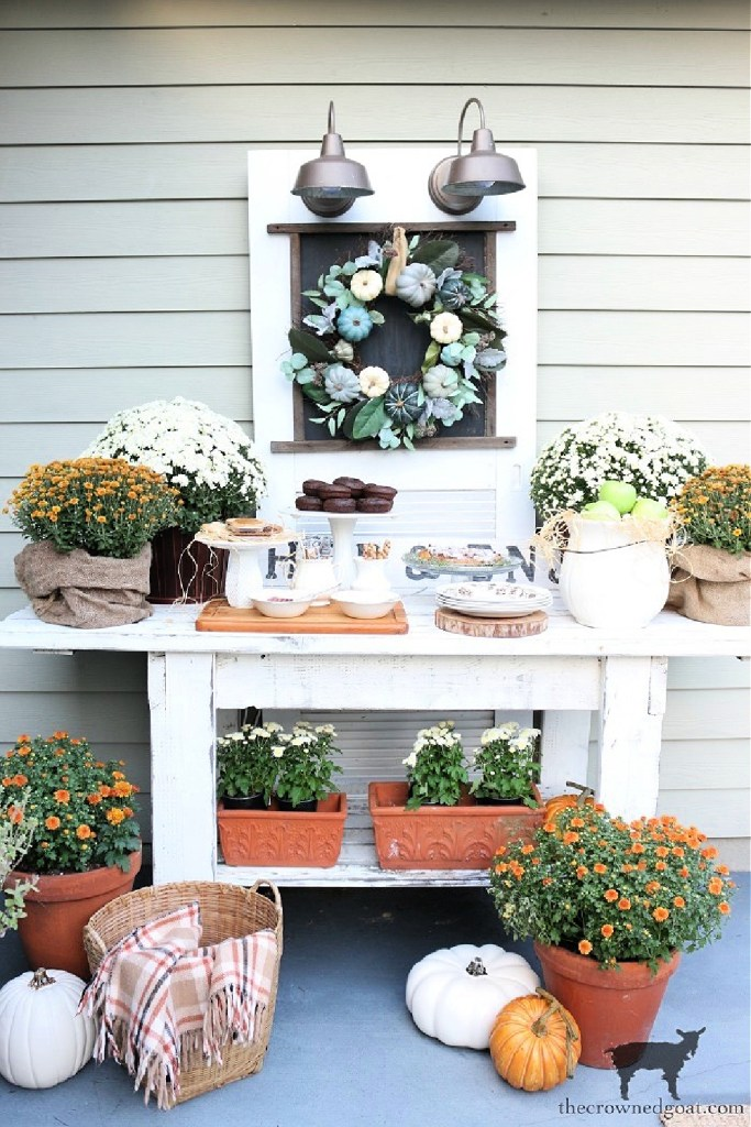 Simple Chalkboard Decorating Ideas-Outdoor Dessert Buffet-The Crowned Goat