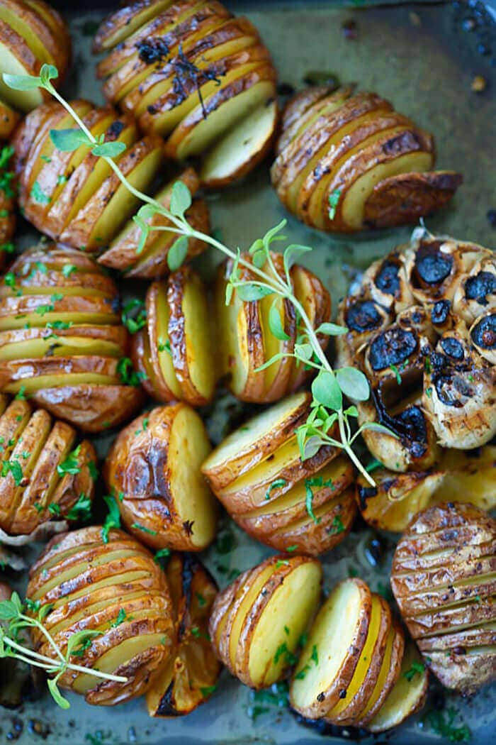 Garlic Herb Roasted Potatoes-easter side dishes recipes-easter side dishes vegetables-easter side dishes make ahead-easter side dishes recipes veggies-easter side dishes recipes simple