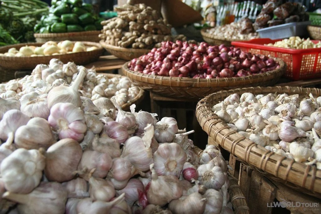 Vietnam Market (photo by LLWorldTour) | TheCulinaryTravelGuide.com