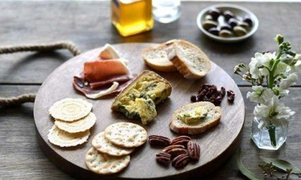 How to Create a Regionally-Inspired Cheese Platter