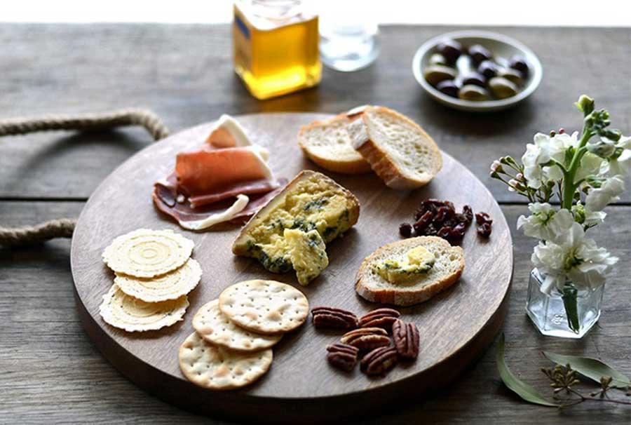 How to Create a Beautiful Cheese Platter | TheCulinaryTravelGuide.com