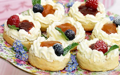 floral cake stand with classic english scones recipe