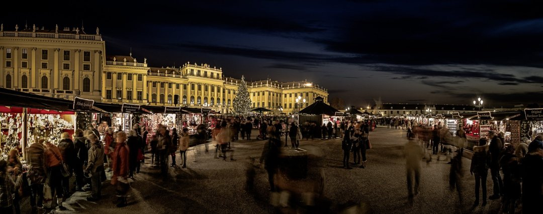 Culture and Christmas Market in front of Schönbrunn Palace