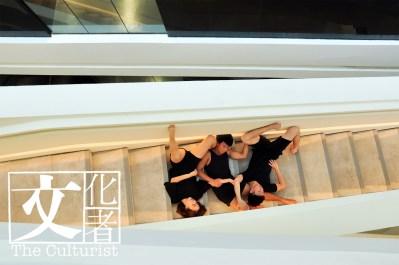 3人跟隨曾詠暉和張曉芸學舞