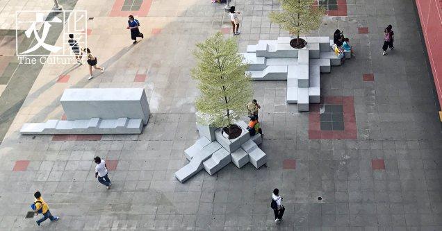 「積目」是Mr. Hammers 的徐啓軒對公園休憩空間的思考,將玩具的形狀拼湊;將積木的概念放大;將休憩地形象顛覆;將水泥融進社區內。