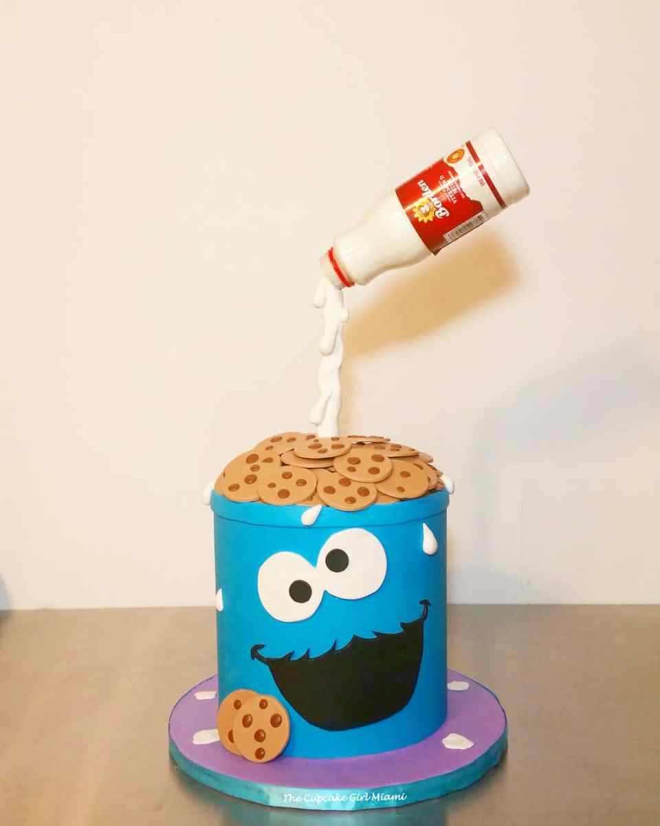 Cookie Monster cake - Gravity cake
