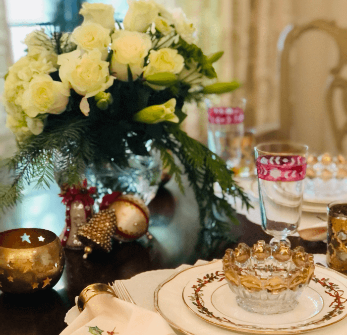 Living with Vintage:  A Vintage Christmas Table