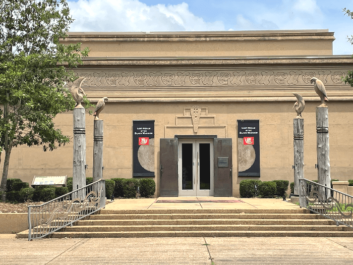 the facade of the Moundville Archelogical Park Museum