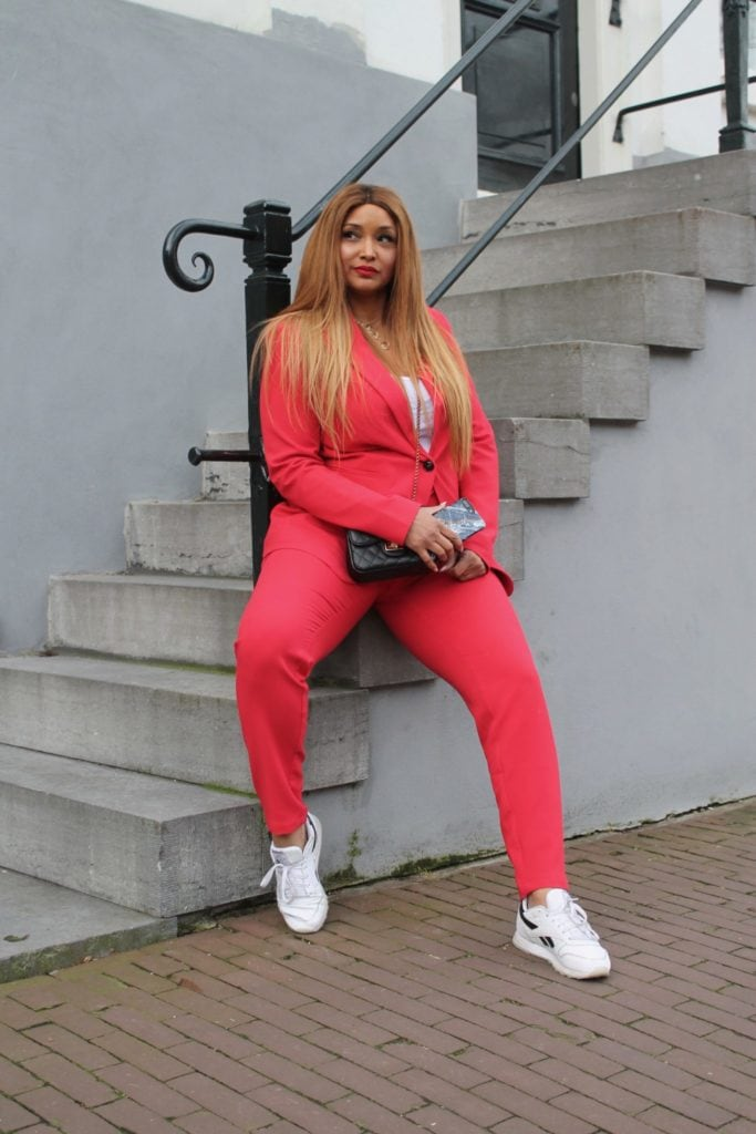 PLUS SIZE RED SUIT