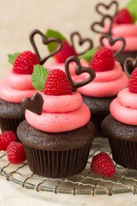 gallery-1483562128-chocolate-cupcakes-raspberry-buttercream6