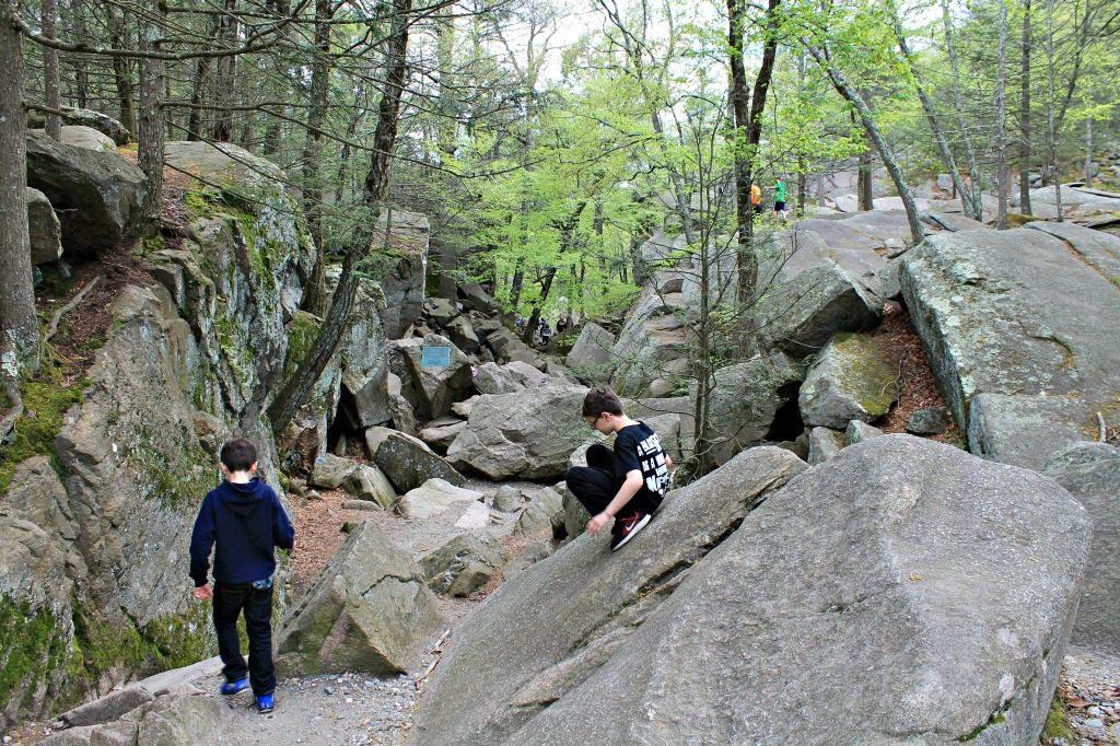 Family bouldering in Massachusetts. www.thedailyadventuresofme.com