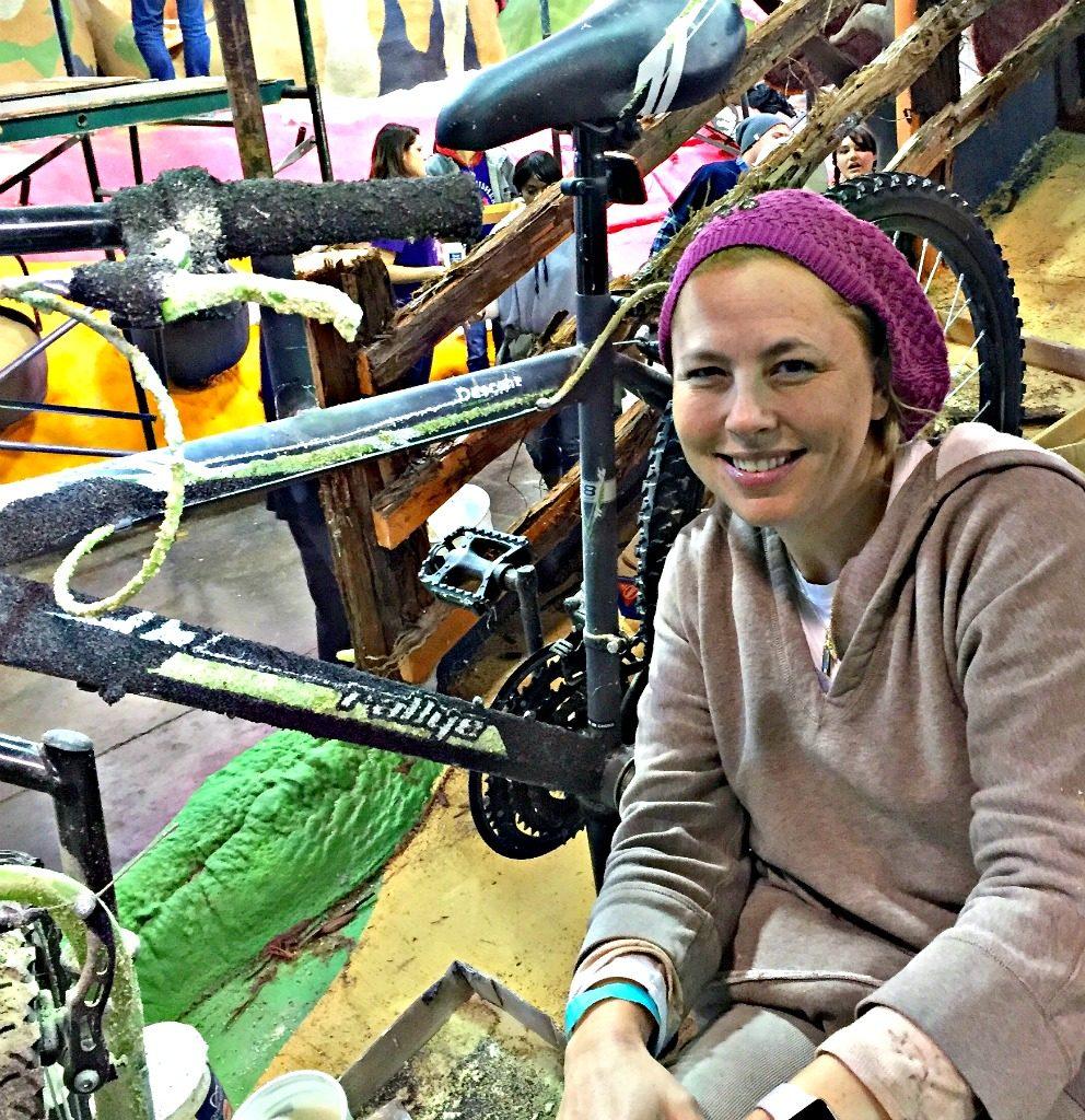 volunteer on Rose Parade floats. www.thedailyadventuresofme.com
