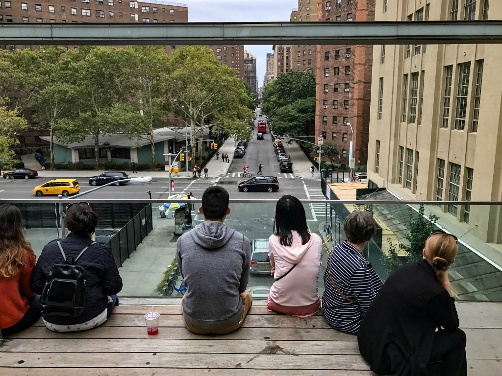 Watching NYC from the High Line. thedailyadventuresofme.com