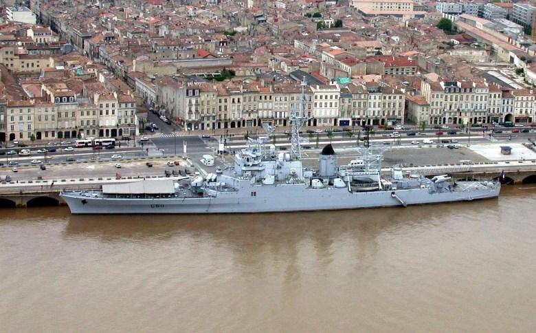 Croiseur_Colbert_dans_le_port_de_Bordeaux.jpg