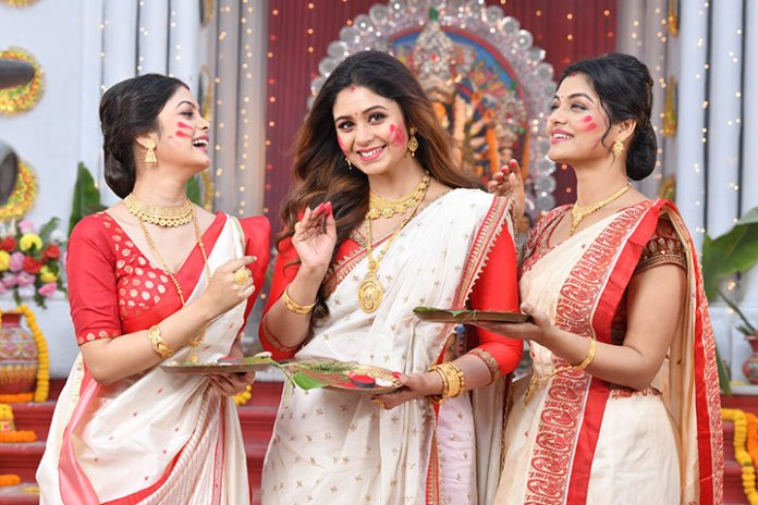 This Durga Pujo, adorn Sankalp, an exclusive collection of handcrafted jewellery from Kalyan Jewellers