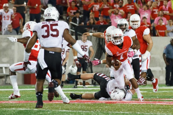 Sophomore quarterback Greg Ward Jr. made his second career start Friday night and picked up his second consecutive win at the position, completing 29 of his 33 passes with 268 yards and two touchdowns. | Justin Tijerina/The Cougar