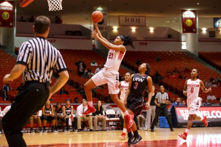 Junior guard Jessieka Palmer had a big Monday night as she put up 12 points and grabbed eight rebounds. | Justin Tijerina/The Cougar