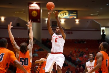 Redshirt sophomore forward Danrad Knowles finished with 11 points and fell just one rebound short of a double-double with 9 rebounds.   Justin Tijerina/The Cougar