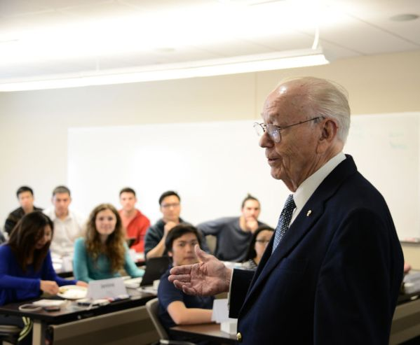 Wolff Center founder Bill Sherrill shares his knowledge with students of the entrepreneurship program. | Pablo Milanese/The Cougar