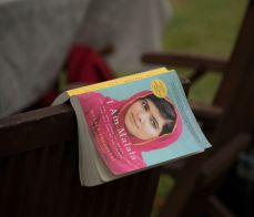 'I am Malala' novels were distributed to the UH community. | Photo by Pablo Milanese