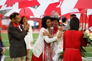 UH Chancellor and President Renu Khator congratulates 2015 Homecoming Queen Gabriela Chen at halftime. Chen is a psychology senior and Phi Kappa Phi Honor Society member.