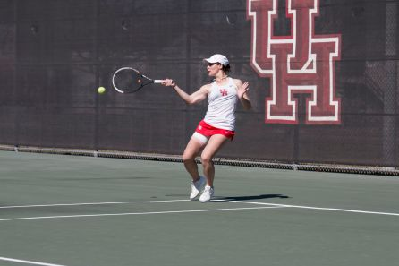 Senior Rocio Martin was 1-1 on the day, taking a win in doubles and a loss in singles. | Justin Cross/The Cougar