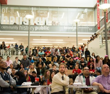 Students gathered in the Student Center South to watch the 2016 Republican Presidential Debate live. | Photo by Pablo Milanese.