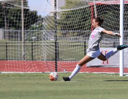 Sophomore goalkeeper Rachel Estopare tallied a sesaon-high nine saves against the Huskies. | Ajani Stewart/The Cougar