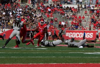 Greg Ward Jr. led the way for the Cougars in their second half comeback by scoring two touchdowns on the ground. | Ajani Stewart/The Cougar