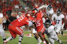 The offense was able to continuously move the sticks with the help of senior wide receiver Linell Bonner, who corralled 132 passing yards. | Thomas Dwyer/The Cougar