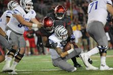 Sophomore defensive tackle Ed Oliver and the rest of the defense looked stout in the first half. The Cougars managed to hold the high-flying Memphis offense to 0 points in the first half, but they gave up 42 points in the final two quarters. | Thomas Dwyer/ The Cougar