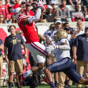 Alumnus Linell Bonner also made eight catches for 98 yards in the game against Navy.   Richard Fletcher Jr./The Cougar
