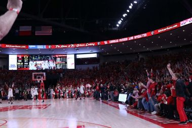 The moment when UH baptized the Fertitta Center with its first win in the game against Oregon. | Kathryn Lenihan/The Daily Cougar