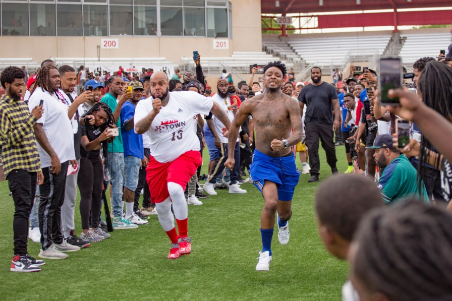 """Bank account"" artist 21 Savage challenged other participants to races during and after the game. 