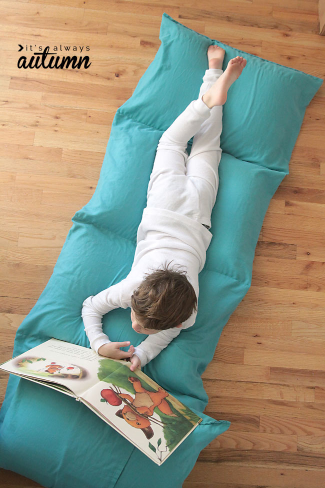 How to make a portable kids' pillow bed the cheap and easy way! Great DIY Christmas gift.